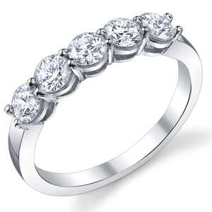 18k White Gold Classic 5 Stone Band t.w. approx 0.50 Ct.